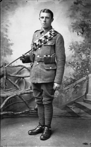 Soldier wearing Imperial Service badge