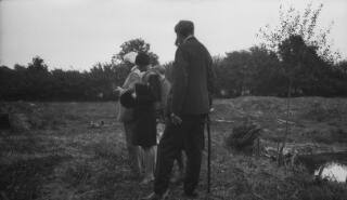 David Lloyd George ac eraill (un a ellir ei adnabod o PZ 7980/15) mewn cae, mwy na thebyg yn Churt.