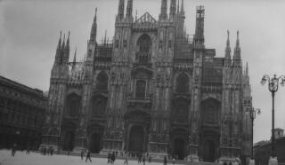 Golygfa allanol o'r Duomo, Milan, yn dangos yr wyneb gorllewinol.
